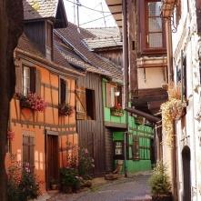 les rues typiques alsaciennes de Riquewihr