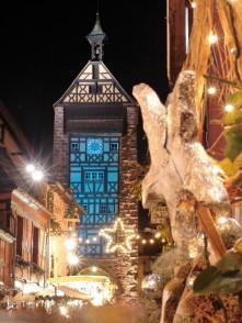 vue du Dolder de Riquewihr illuminé pour Noël