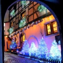 Vue de sous le Dolder des éclairages de noël à Riquewihr