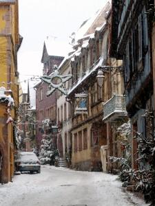 La grand'rue de Riquewihr enneigée